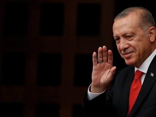 Siria: Erdogan cambia idea, vedrà Mike Pence ad Ankara