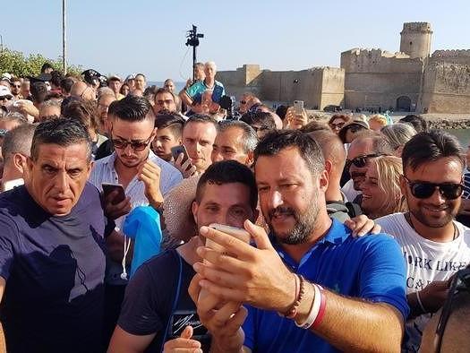 """Salvini: """"Da piccolo in vacanza a Tropea e le strade sono sempre come 30 anni fa"""""""