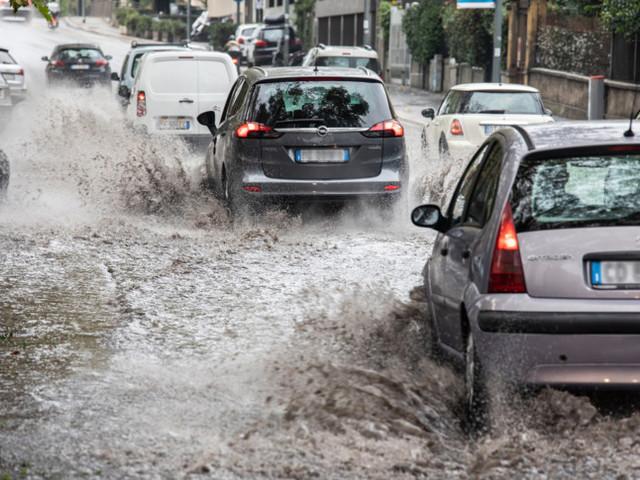 Il maltempo sferza il Nord. Bomba d'acqua nel Bresciano, frane in Alto Piemonte