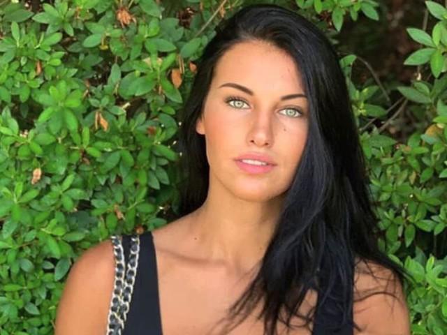 """""""Natale senza te"""". Carolina Stramare, il dolore di Miss Italia: un lutto difficile da superare"""