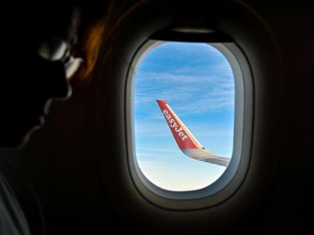 Aerei, easyJet pagherà per il suo inquinamento: da oggi voli a impatto zero