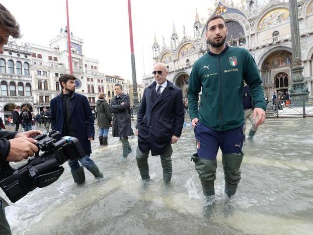 Venezia: è ancora emergenza Prevista nuova marea eccezionale Gli Azzurri in Piazza San Marco