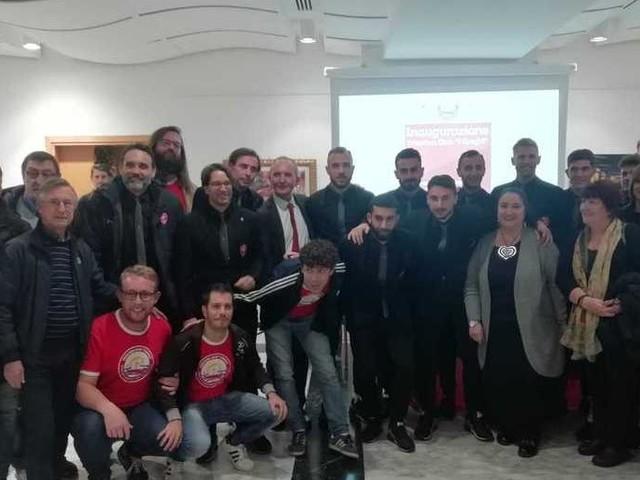 """Tanti giocatori e lo staff all'apertura alla sala Xenia del nuovo club """"I Greghi"""""""