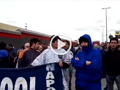 Whirlpool Napoli: riesplode la rabbia dei lavoratori, blocco stradale