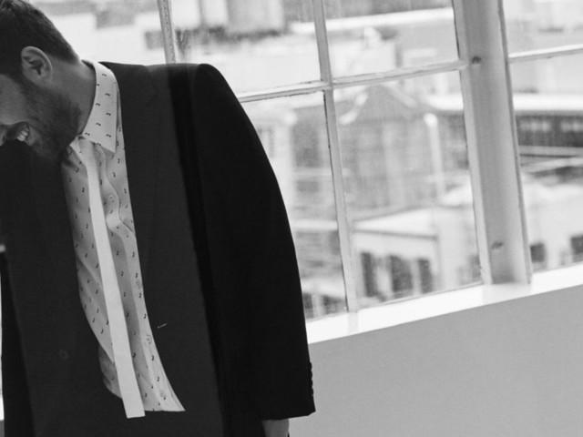 Nel nuovo singolo di Cesare Cremonini il telefono come specchio e prigione: Al Telefono anticipa il Best Of