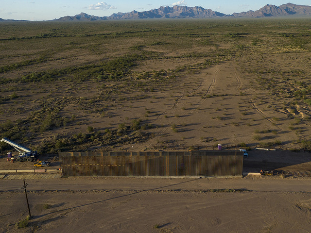 Le menzogne di Trump sul muro col Messico. William Pendley: «Difende l'ambiente»