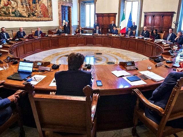 """Il governo introduce per decreto la doppia preferenza nella legge elettorale della Regione Puglia. Conte: """"Basta discriminare le donne"""""""