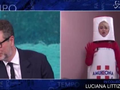 """Che tempo che fa, Selvaggia Lucarelli contro Luciana Littizzetto vestita da Amuchina: """"Che pena"""""""