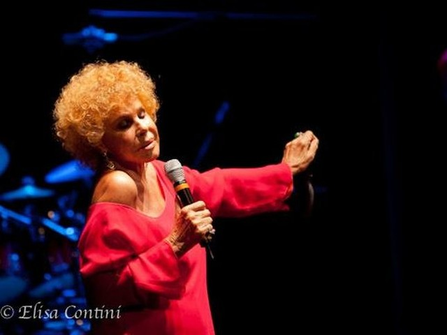 Ornella Vanoni, esce il 9 febbraio la raccolta 'Un pugno di stelle' con i suoi successi e la canzone sanremese