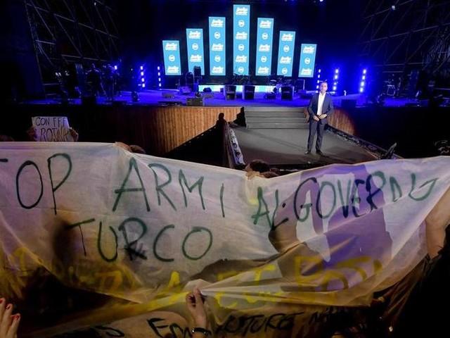 """M5S, Grillo: basta rabbia, abbiamo trovato la terza via. Di Maio: """"Stop vendita armi alla Turchia"""""""