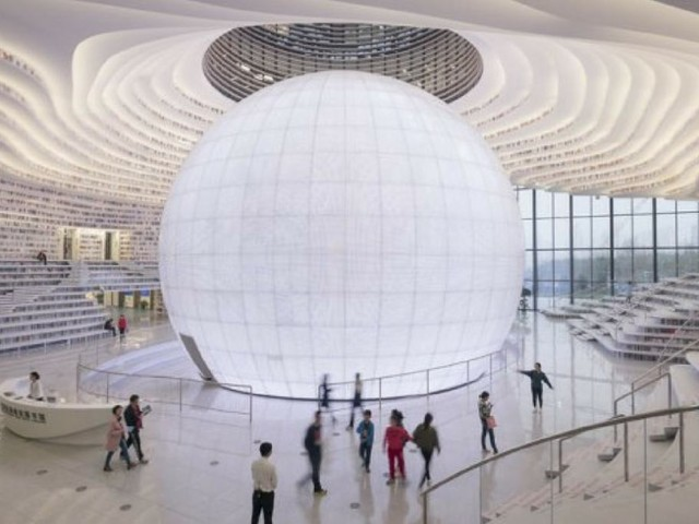 Un'enorme spirale di libri: succede a Tianjin, Cina