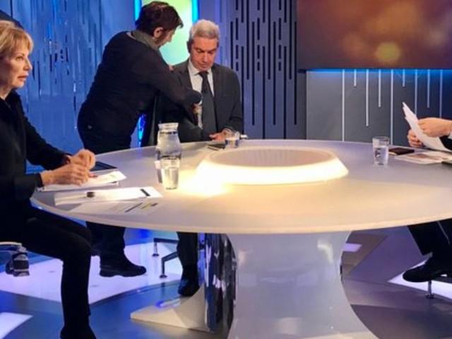 """Gruber """"Più stron*o Renzi o Di Maio?""""/ Video, Gualtieri imbarazzato """"Governo dura.."""""""
