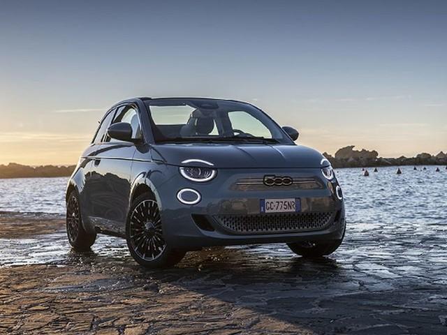 """Fiat, due premi per nuova 500 ai """"Car of the year 2021"""""""