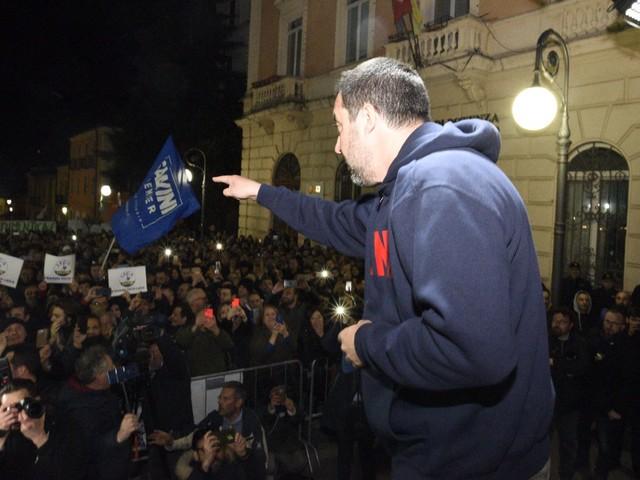 In Basilicata la folle gara degli alleati che si insultano