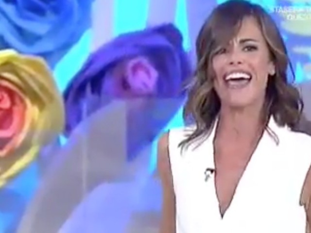 """BIANCA GUACCERO TOGLIE COPPE DEL REGGISENO IN DIRETTA/ Video """"Mostratevi come siete!"""""""
