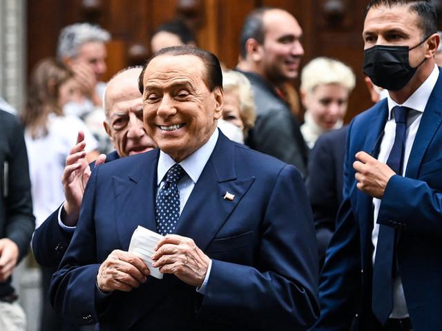 """""""Io sono in campo, sono ancora utile al Paese"""". Berlusconi si riprende la scena"""