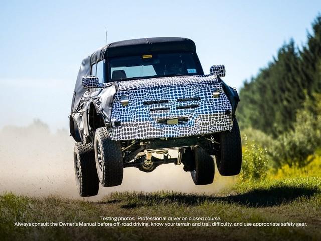 Ford Bronco - Spunta il teaser di una variante più sportiva
