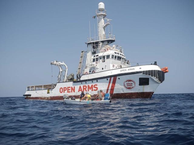 Migranti su Open Arms, Tribunale Minori chiede chiarimento a ministri su divieto ingresso