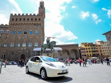 A Firenze il taxi è elettrico con Nissan Leaf