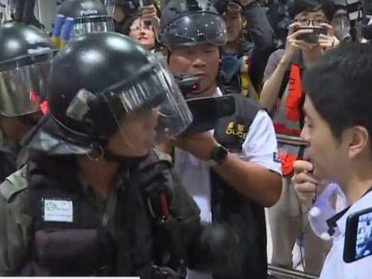 Il week end più lungo di Hong Kong. Pechino invoca lo stato d'emergenza