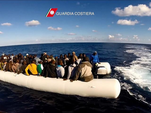 """Sbarchi continui a Lampedusa. Ed è emergenza """"quarantena"""""""