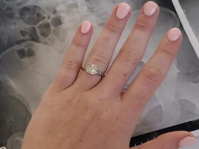 """Sogna di ingoiare anello fidanzamento, e lo fa davvero/ Sonnambula """"Non lo farò più!"""""""