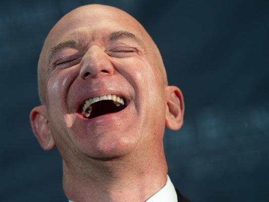 """Da un """"cadavere"""" a uomo più ricco del mondo in 25 anni, storia di Jeff Bezos"""