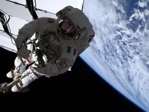 Iniziata la terza passeggiata spaziale di Luca Parmitano: cosa farà e come seguire la diretta
