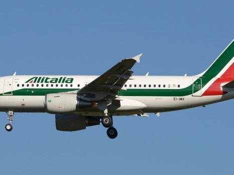 Coronavirus, volo Alitalia fermo alle Mauritius: sbarco vietato ai passeggeri lombardi e veneti