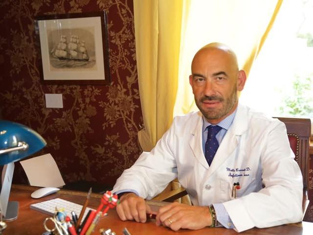 """L'infettivologo Bassetti: """"Evitare la corsa al tampone, con file e attese aumenta il rischio contagio"""""""