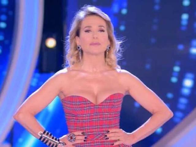 Compensi milionari Mediaset: Barbara d'Urso smentisce e rettifica