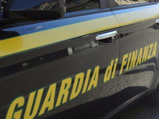 Catania, nascondevano droga nel cimitero: due arresti