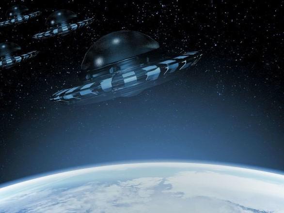 Gli UFO esistono e hanno violato lo spazio aereo americano, lo dice la Marina USA