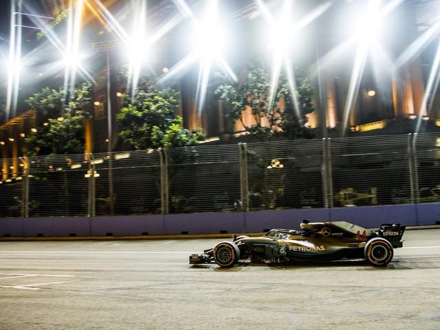 F.1, GP di Singapore - Vittoria di Hamilton, terzo Vettel