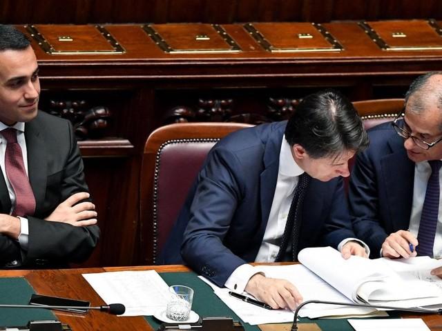 """Manovra, stasera vertice dei big. Si tratta su reddito e pensioni. Salvini: """"No tasse su nuove auto"""""""