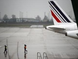 Il cadavere di un bambino di 10 anni nel carrello di un aereo atterrato a Parigi