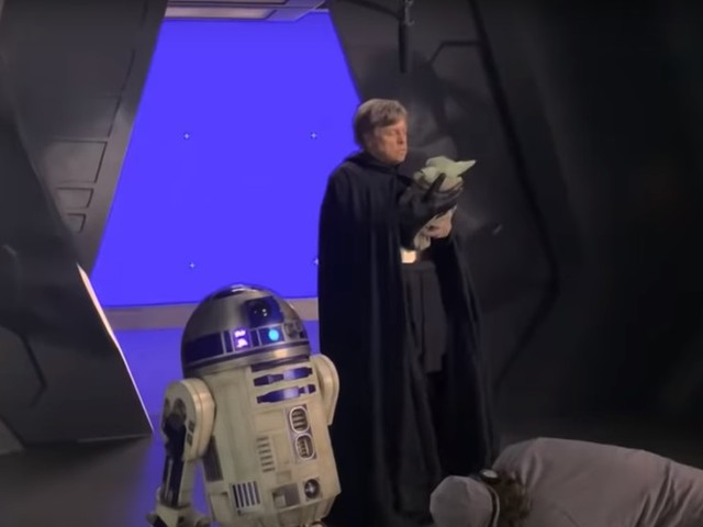 Luke Skywalker culla Baby Yoda nel nuovo trailer Disney