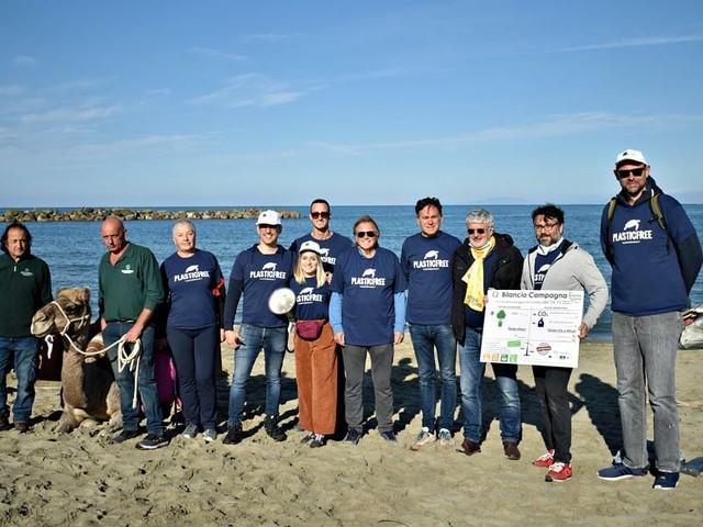 Spiaggia del Gombo, a S. Rossore, rimosse 4 tonnellate di rifiuti
