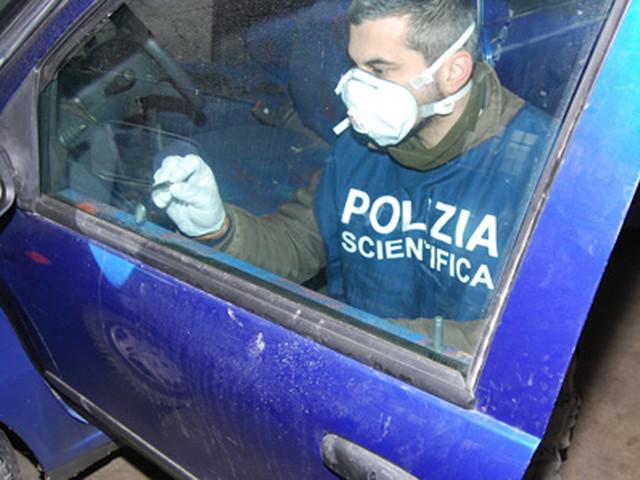 Cadavere in auto con ferite da taglio: indagini dei carabinieri