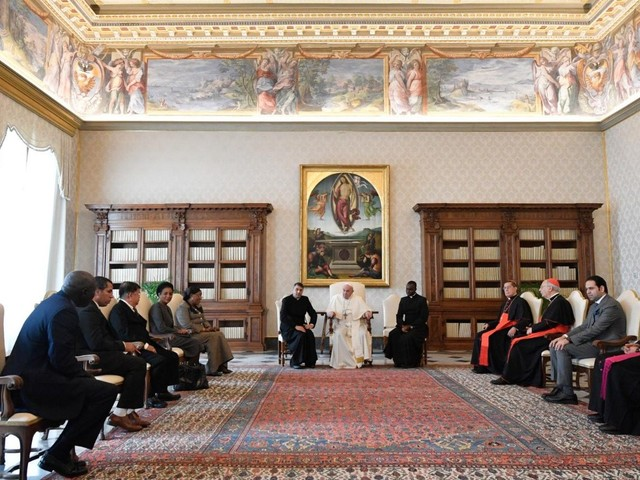 Pope meets with Zayed Award judging panel