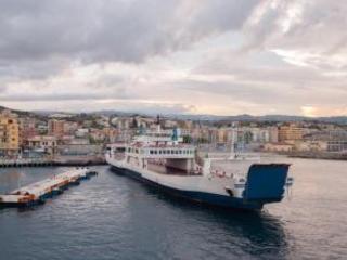 Ordigno bellico a Villa San Giovanni, chiuso il porto La navigazione per la Sicilia spostata a Reggio