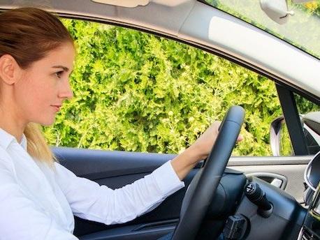 Assicurazione auto: sconti obbligatori su RC auto a rischio rinvio