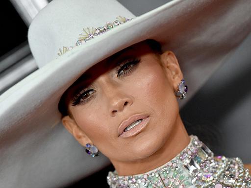 Il mega cappello di Jennifer Lopez è la cosa più incredibile dell'intera Milano Fashion Week