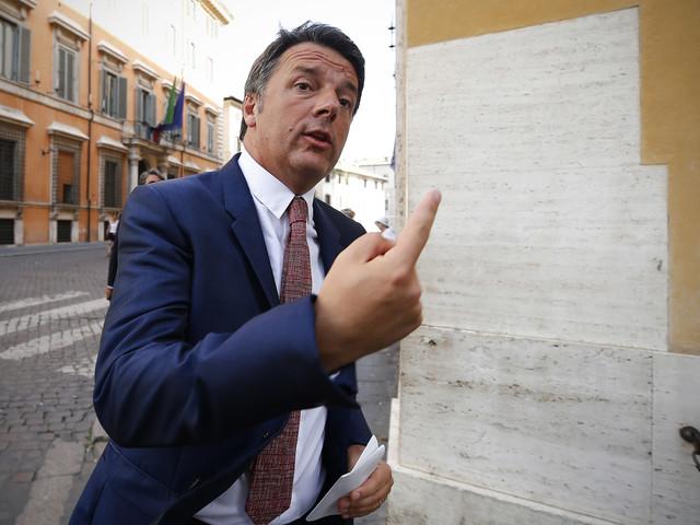 """Renzi rassicura: """"Non farò cadere il governo"""""""