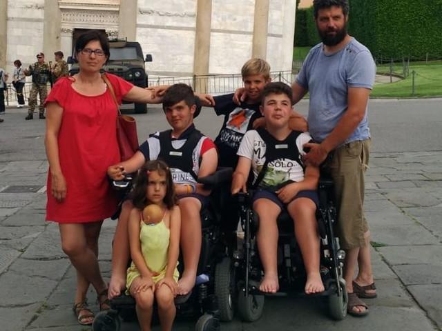 Il coraggio di una grande famiglia: i Mattivi non smettono di sorridere