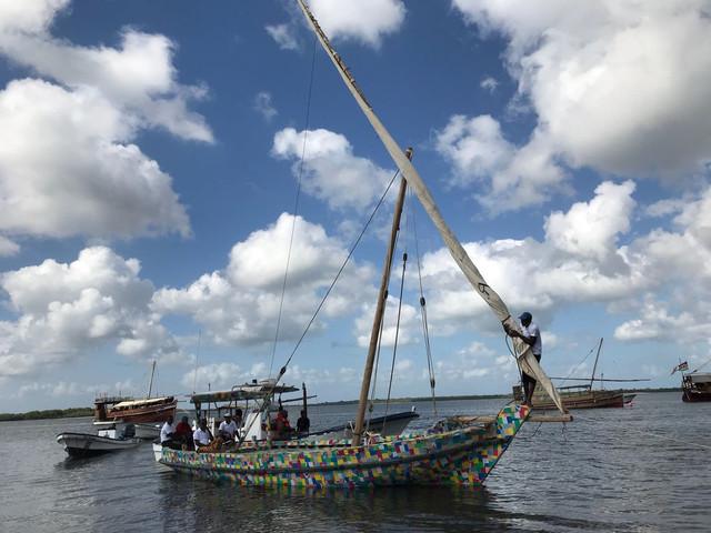 Un veliero africano di plastica riciclata contro l'inquinamento da plastiche dell'oceano (VIDEO)