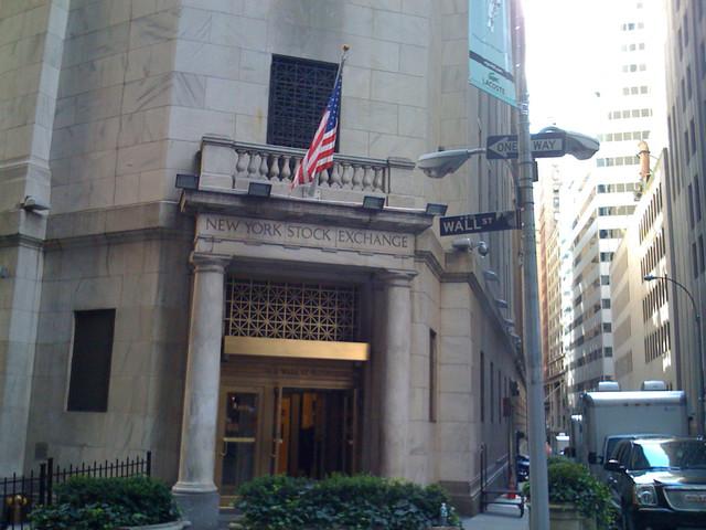 Wall Street parte incerta dopo dati macro migliori delle attese