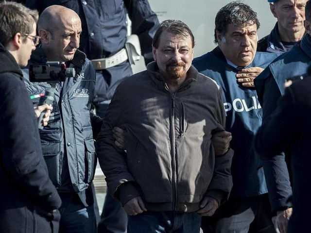 Cesare Battisti, la Cassazione boccia il ricorso: confermato l'ergastolo
