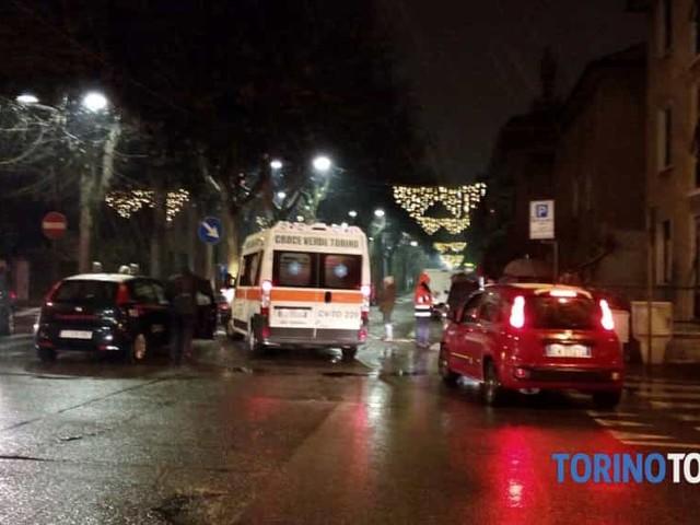 Travolta da un furgone mentre attraversa sulle strisce: bambina in ospedale
