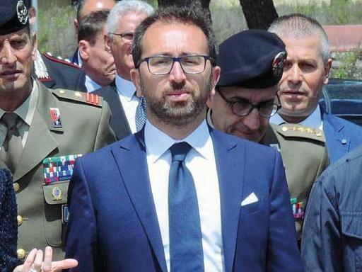 «Non ha competenza». Gli avvocati di Napoli sfiduciano Bonafede